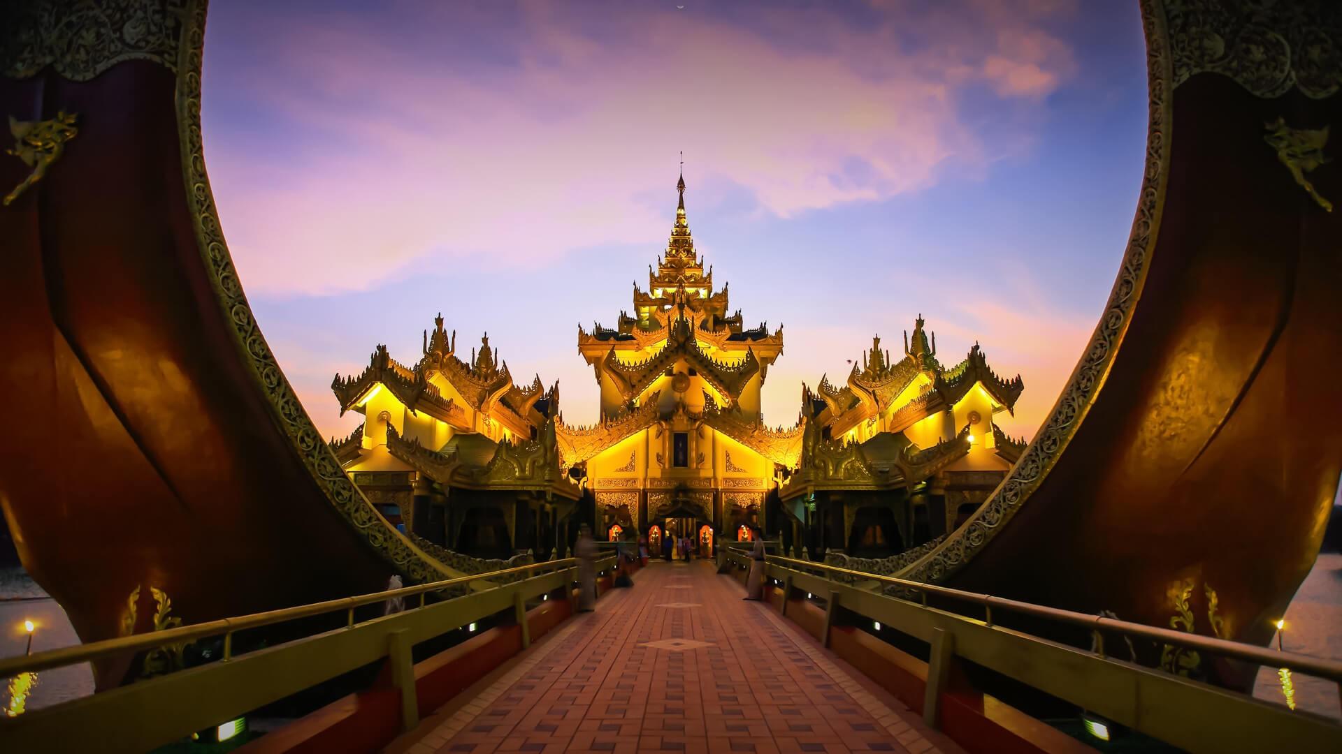 Kalaweak-palace-myanamar-travel